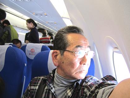 2011.12.15.上海浦東~桂林空港機内 010.jpg