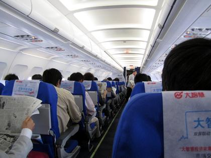 2012.10.10 MU296便機内002.jpg