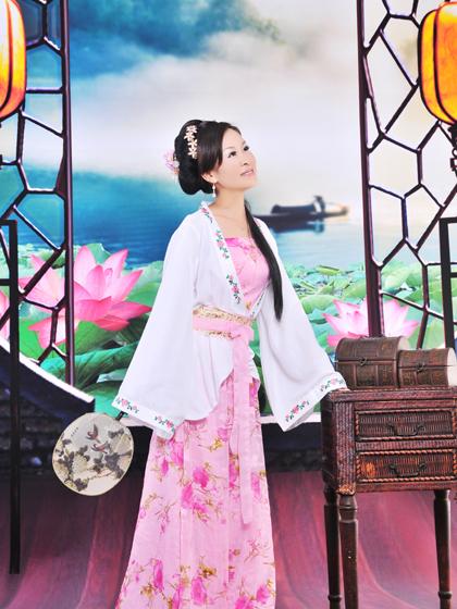 2013年民族衣装7.JPG