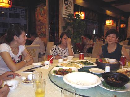 女性会員と晩食26.JPG
