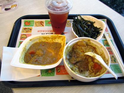 空港内で夕食32.JPG