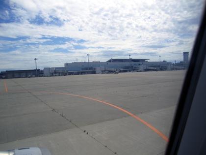 2014年6月28日MU295便到着新潟41.JPG