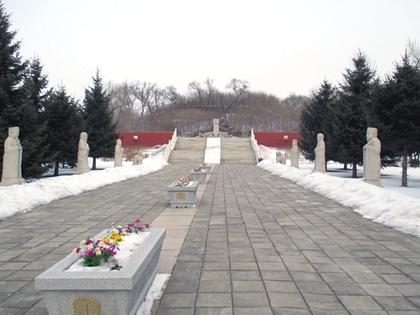 金朝墓稜2.JPG